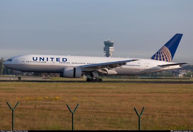 N779UA-United-Airlines-Boeing-777-200_PlanespottersNet_212803