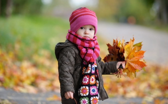 cute_baby_in_autumn-wide