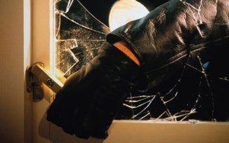 burglar-break-window