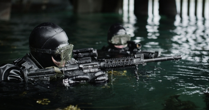 Marinejegere trener under en øvelse i Ramsund /Operators from the Norwegian Navy Special Operations Command during an exercise in northern Norway