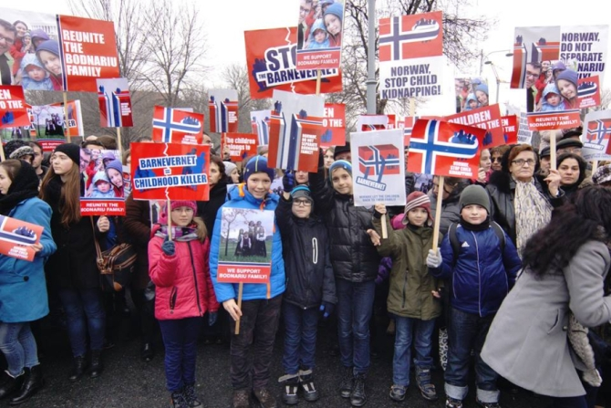 norway-family-children-protest