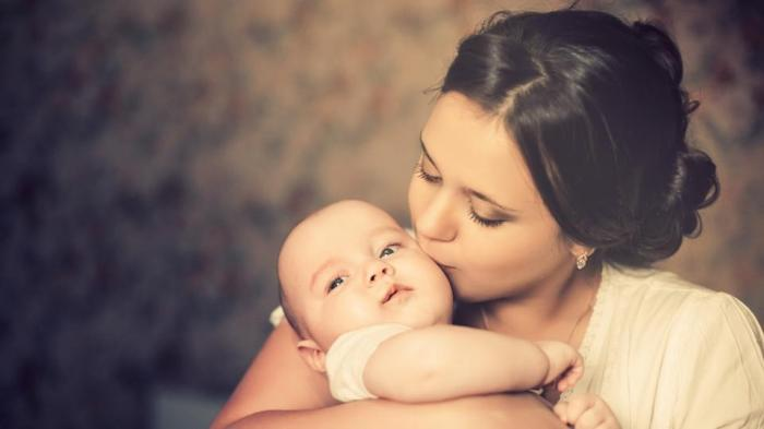 mother-and-child-shutterstock_7d4ebab0-7876-11e7-930d-20ef51ded0a4